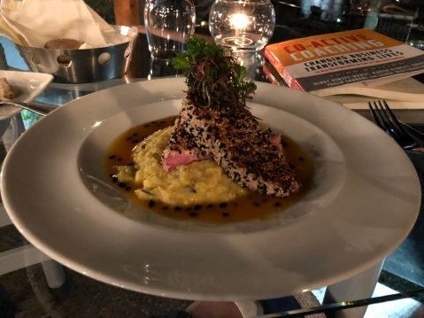 Tuna crusted with sesame seeds